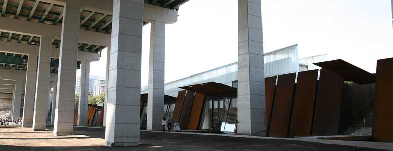 Visitor Centre, area of future forecourt and Liquid Landscape. Stairwell exterior access to/from Fort York. Photo: A